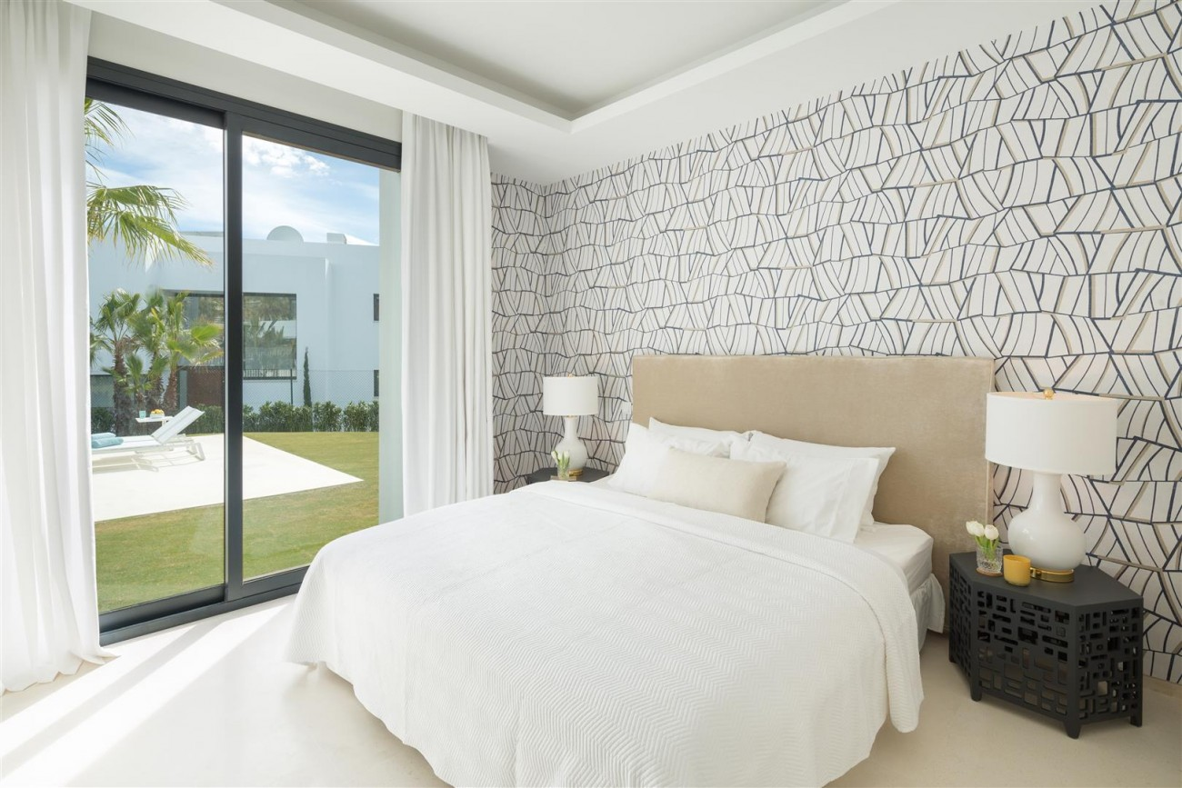 Modern Contemporary Villas for sale close to Puerto Banus Spain (8) (Large)