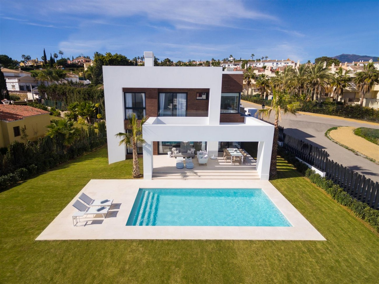Modern Contemporary Villas for sale close to Puerto Banus Spain (22) (Large)