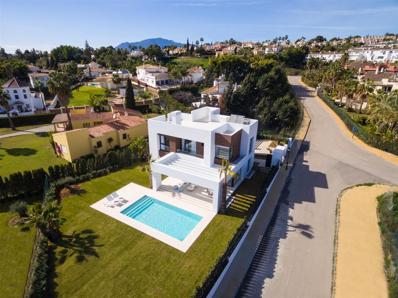 Modern Contemporary Villas for sale close to Puerto Banus Spain (21) (Large)