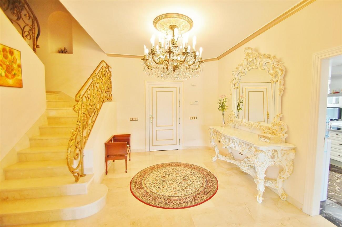 V5609 Luxury villa Sierra Blanca 6 (Large)