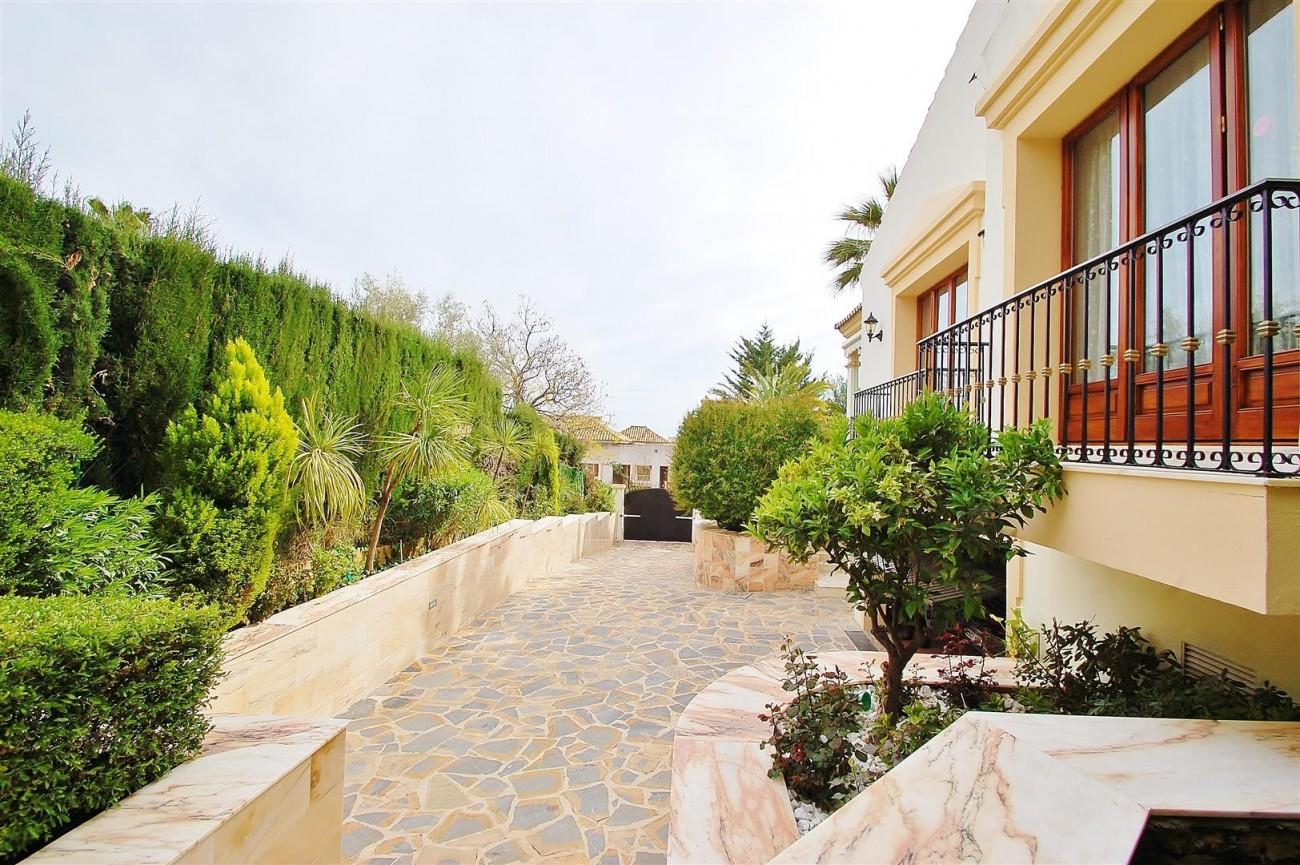 V5609 Luxury villa Sierra Blanca 12 (Large)