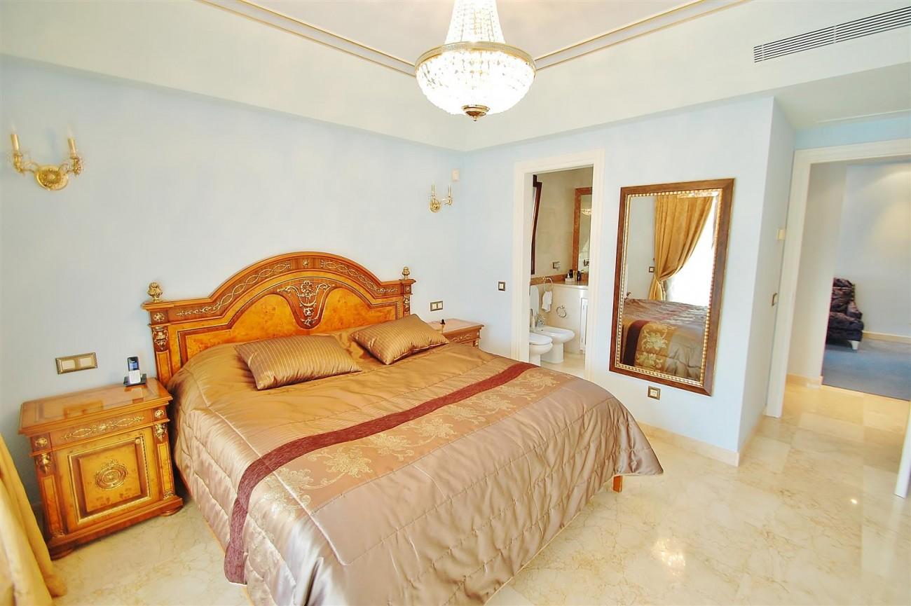 V5609 Luxury villa Sierra Blanca 13 (Large)