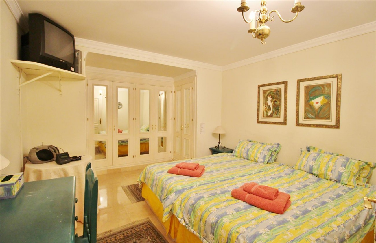 Ground floor Apartment for sale La Quinta Benahavis Spain (3) (Large)