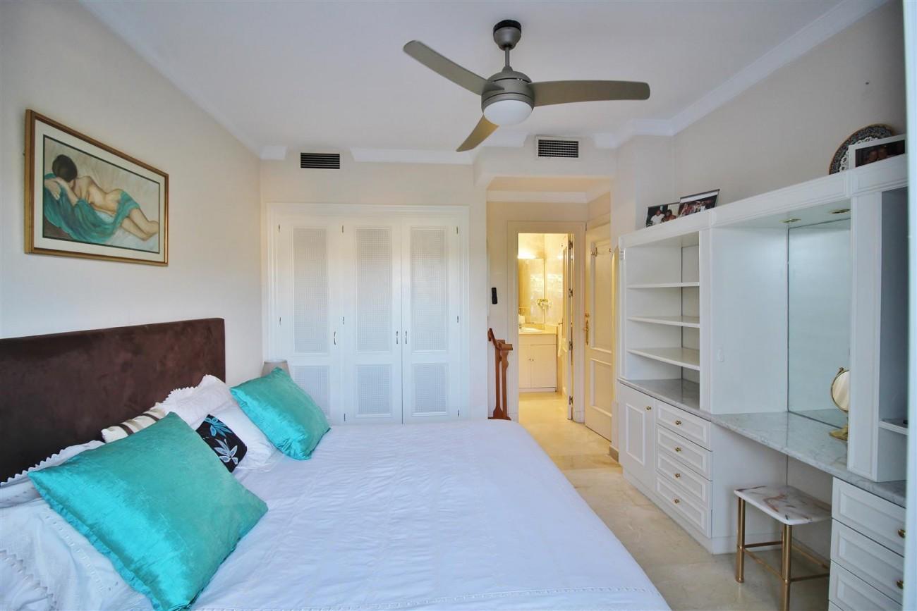 Ground floor Apartment for sale La Quinta Benahavis Spain (9) (Large)
