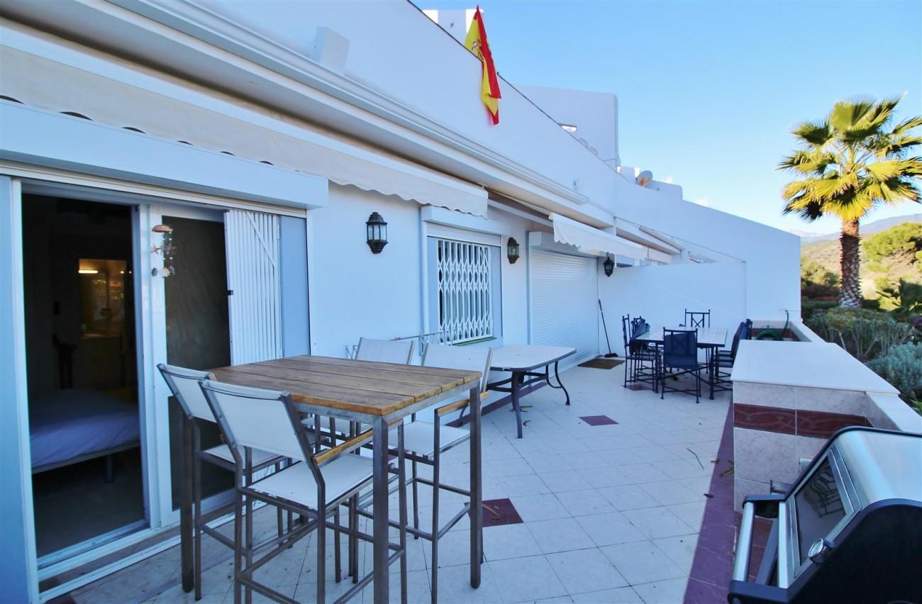 Ground floor Apartment for sale La Quinta Benahavis Spain (10) (Large)