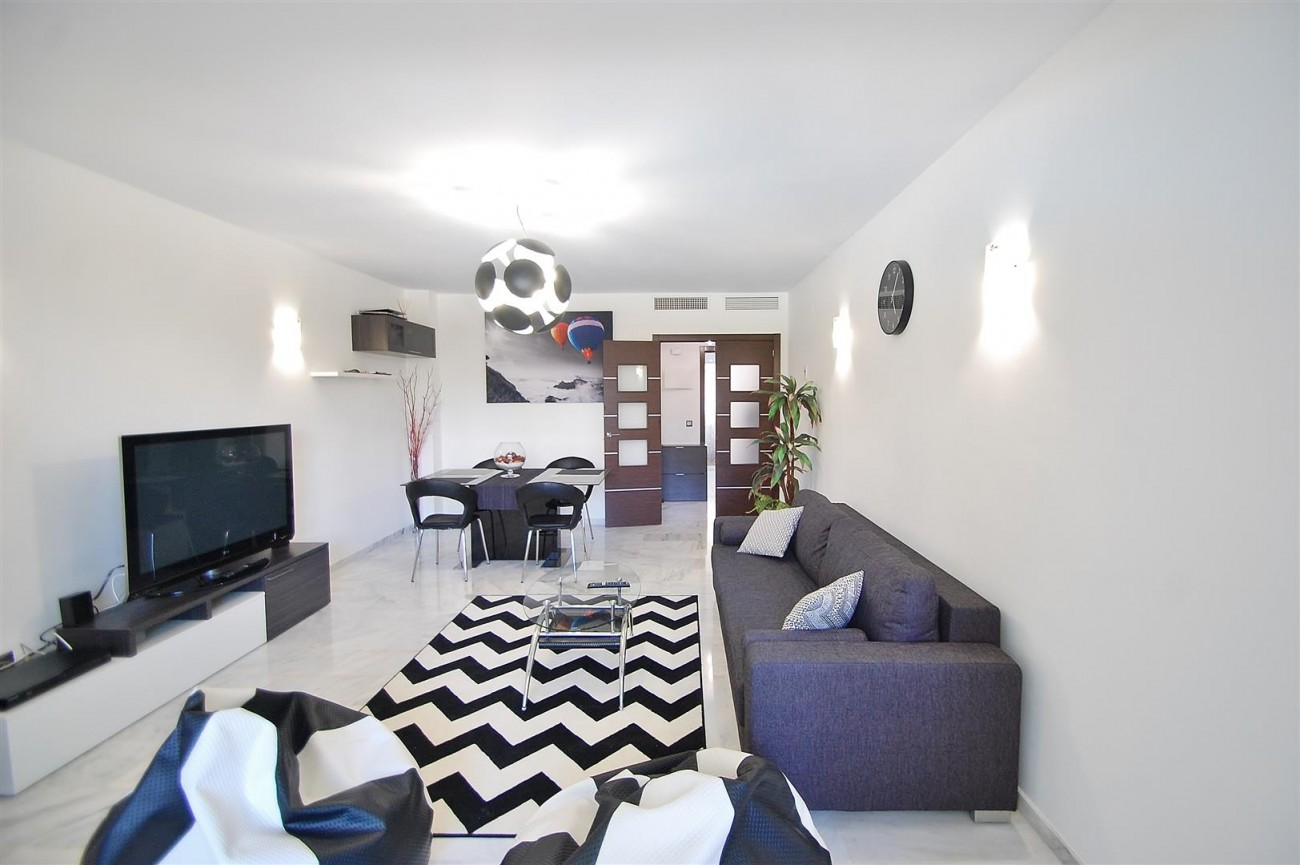 A5616 Beachside ground floor apartment Estepona 8 (Large)