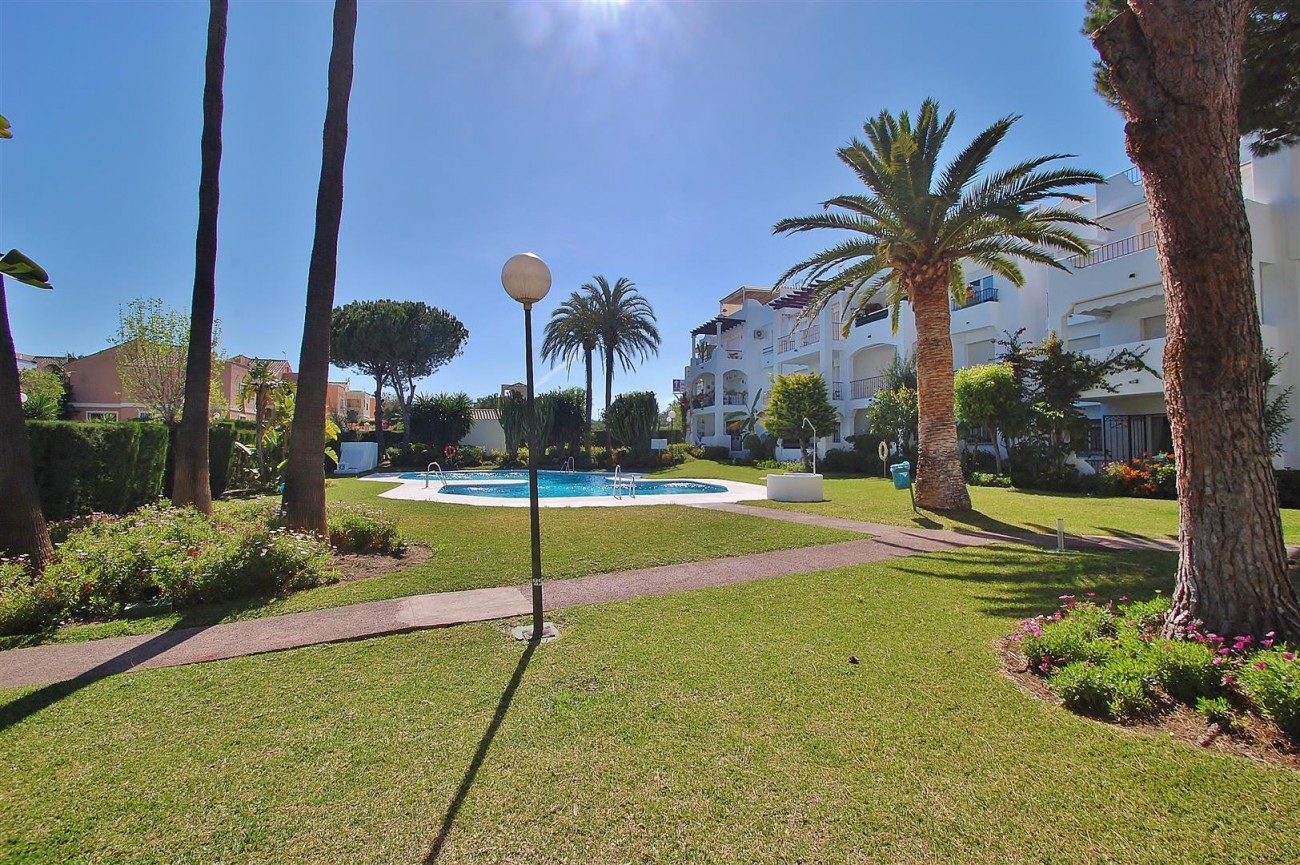 A5616 Beachside ground floor apartment Estepona 13 (Large)