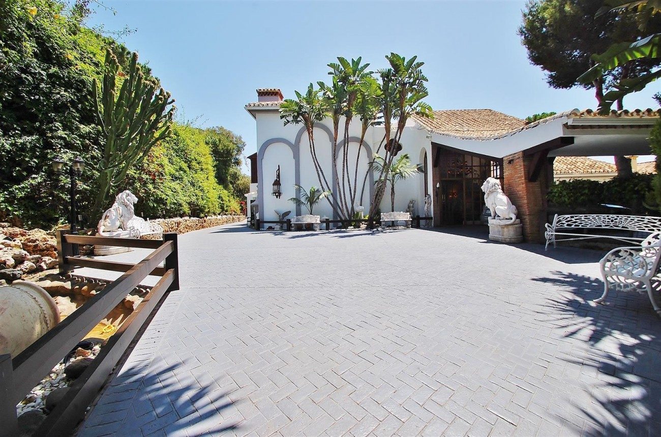 V5627 Luxury villa for sale East Marbella  (28) (Large)