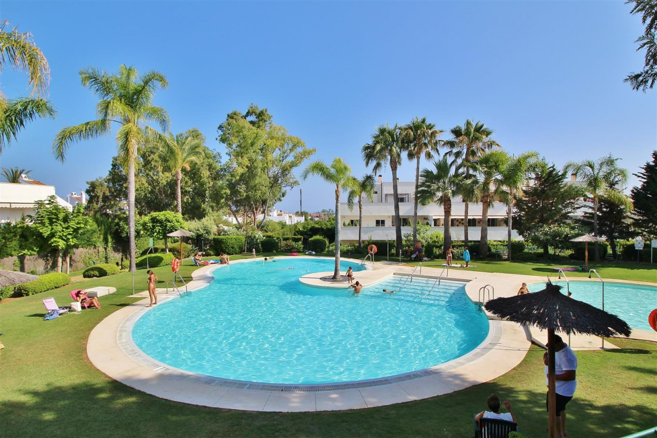 Apartment for sale Puerto Banus Marbella Spain (3) (Large)