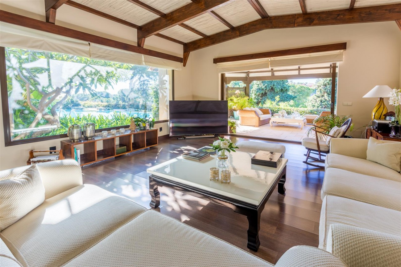 Luxury Frontline Golf Villa for sale Marbella Spain (11) (Large)
