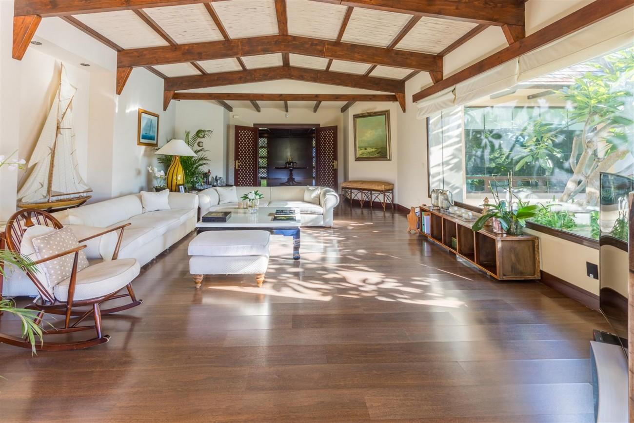 Luxury Frontline Golf Villa for sale Marbella Spain (12) (Large)