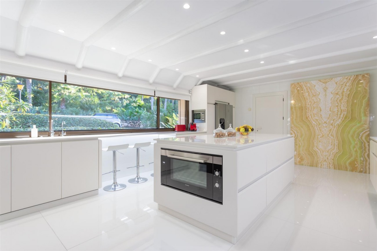 Luxury Frontline Golf Villa for sale Marbella Spain (30) (Large)