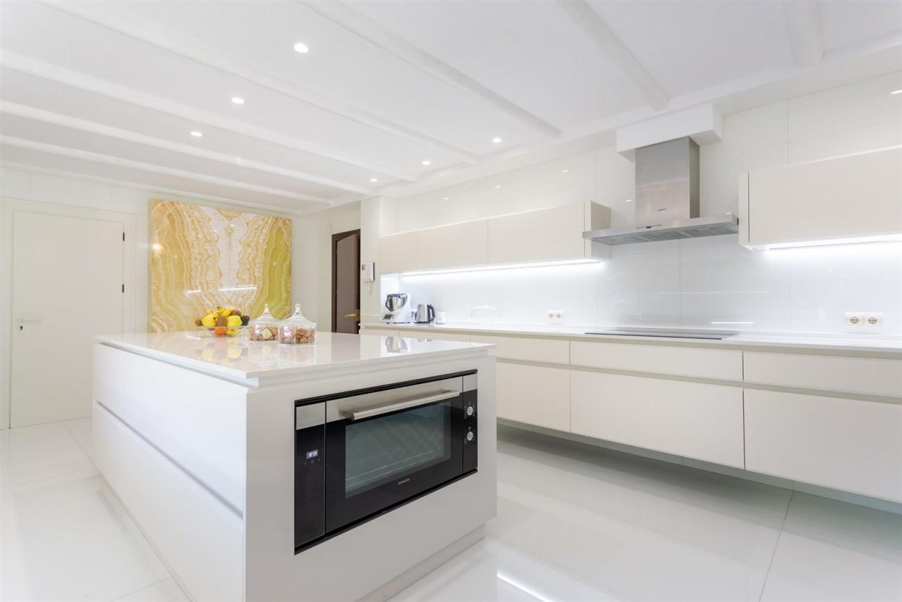Luxury Frontline Golf Villa for sale Marbella Spain (31) (Large)
