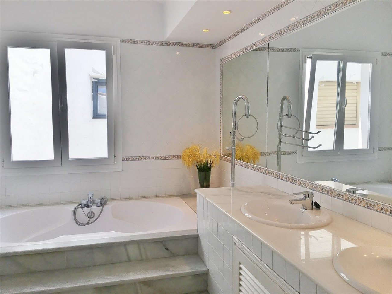 Frontline Puerto Banus Penthouse For Sale Marbella Spain (16)