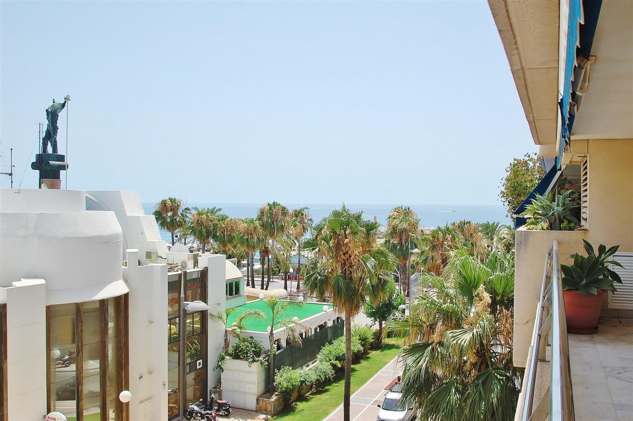 A5649 Apartment for sale Puerto Banus Marbella Spain (2) (Large)