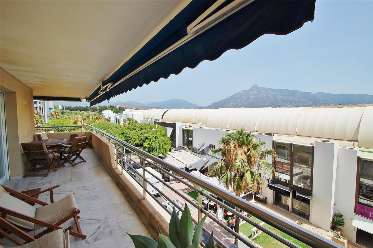 A5649 Apartment for sale Puerto Banus Marbella Spain (3) (Large)