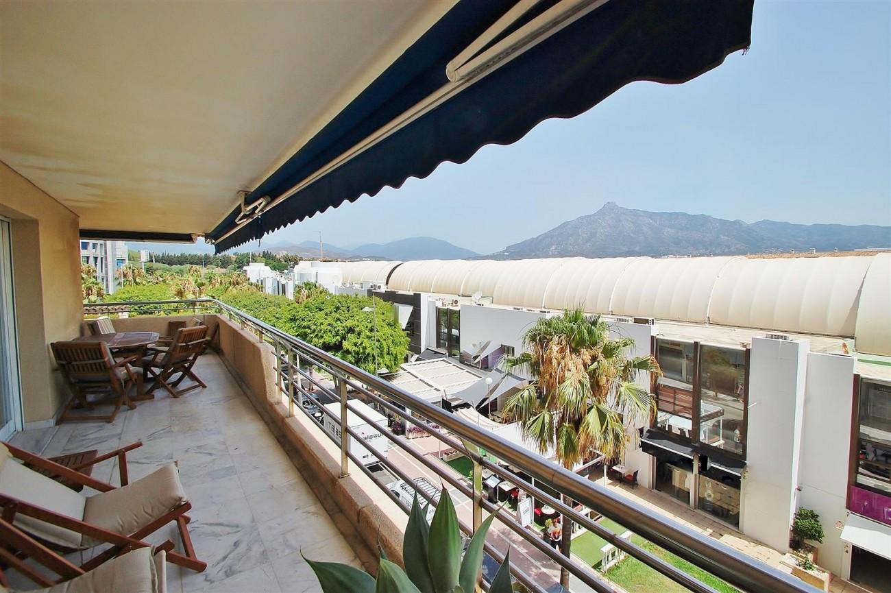 A5649 Apartment for sale Puerto Banus Marbella Spain (3) (Large)
