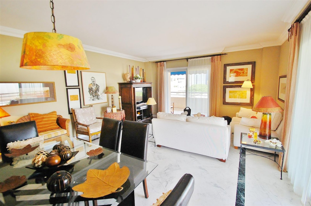 A5649 Apartment for sale Puerto Banus Marbella Spain (4) (Large)