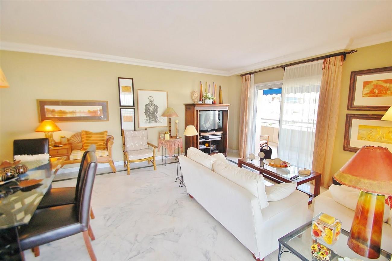 A5649 Apartment for sale Puerto Banus Marbella Spain (5) (Large)