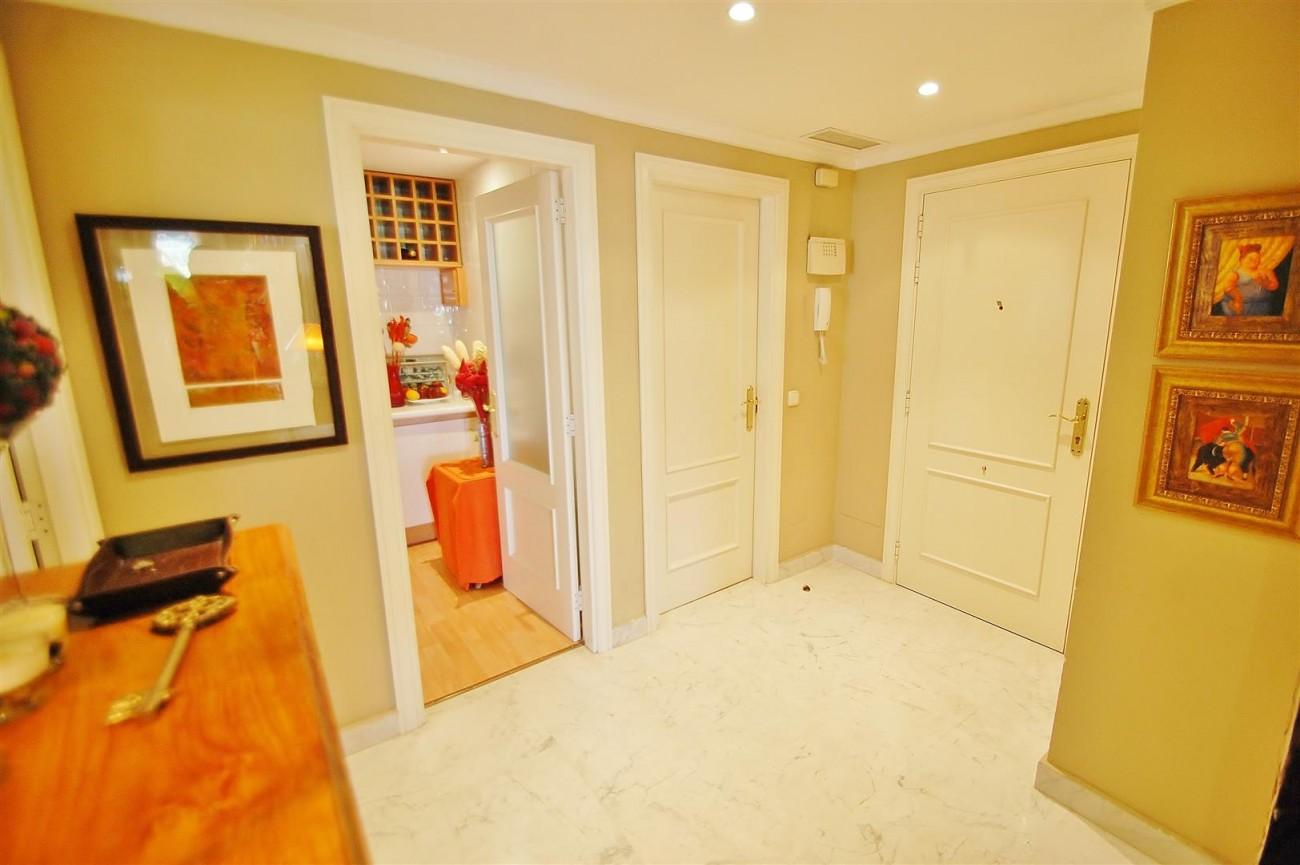 A5649 Apartment for sale Puerto Banus Marbella Spain (10) (Large)