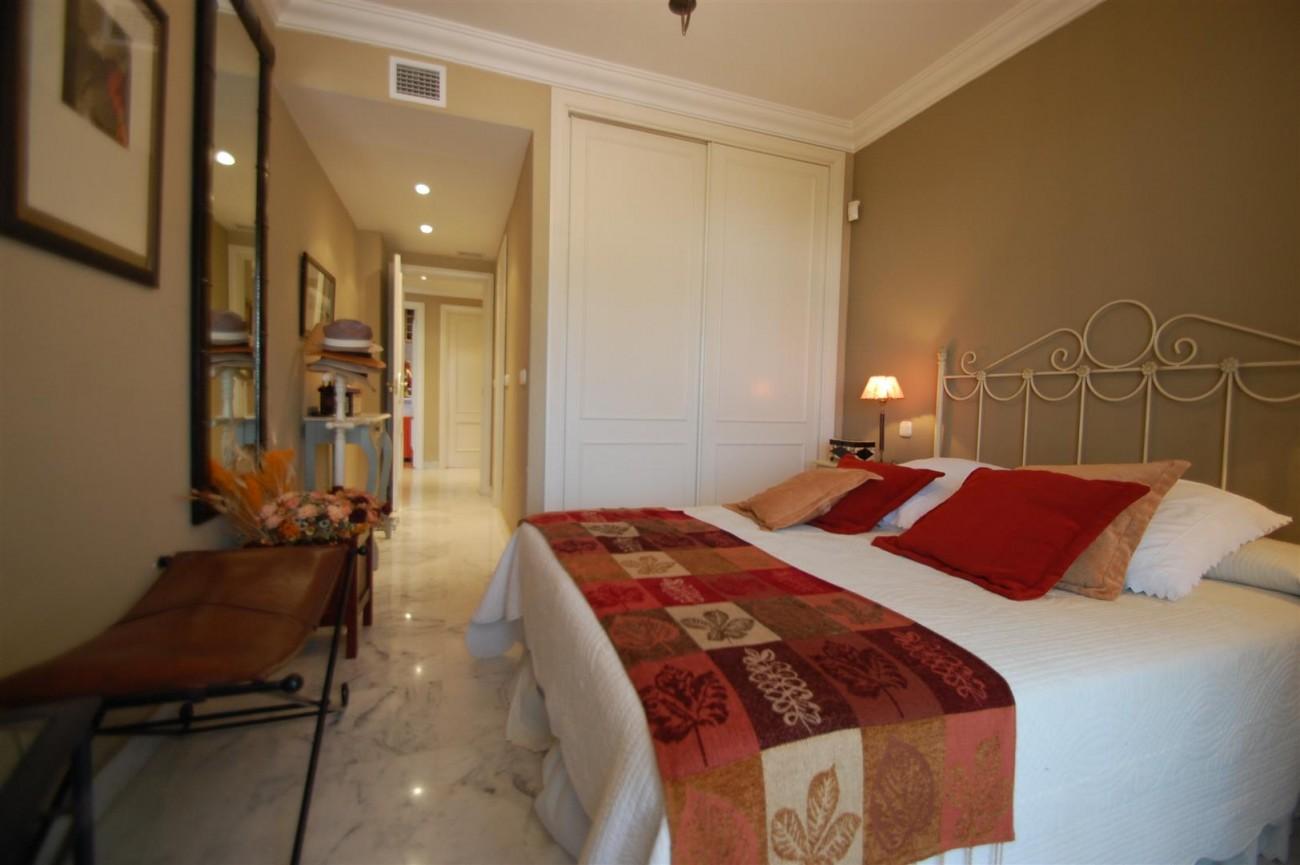 A5649 Apartment for sale Puerto Banus Marbella Spain (12) (Large)