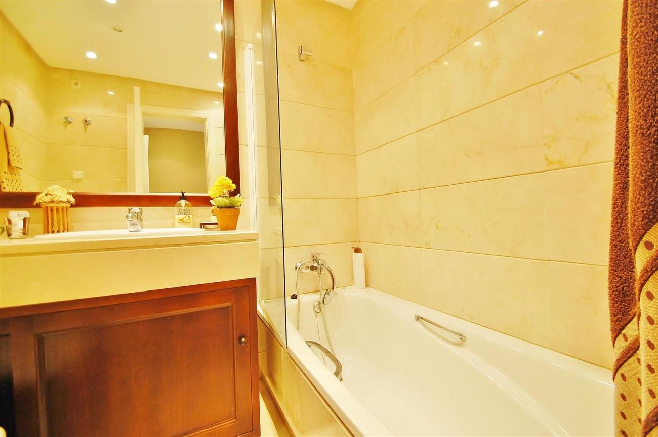 A5649 Apartment for sale Puerto Banus Marbella Spain (13) (Large)