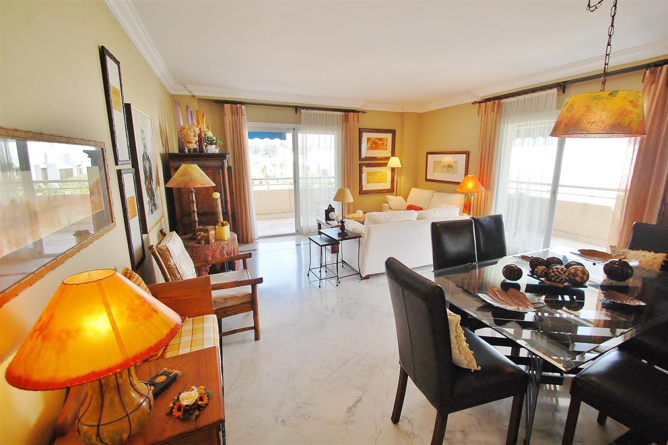 A5649 Apartment for sale Puerto Banus Marbella Spain (15) (Large)