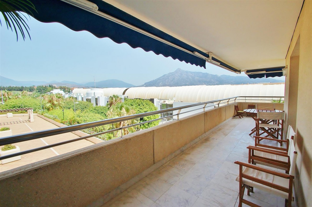 A5649 Apartment for sale Puerto Banus Marbella Spain (16) (Large)