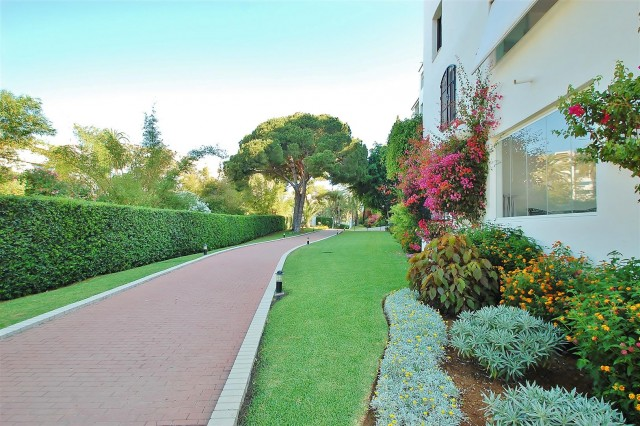 Apartment for Sale - 570.000€ - Puerto Banús, Costa del Sol - Ref: 5653