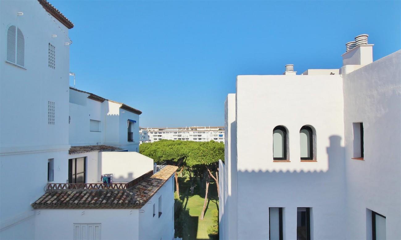 Puerto Banus Apartment for sale Marbella Spain (1) (Large)