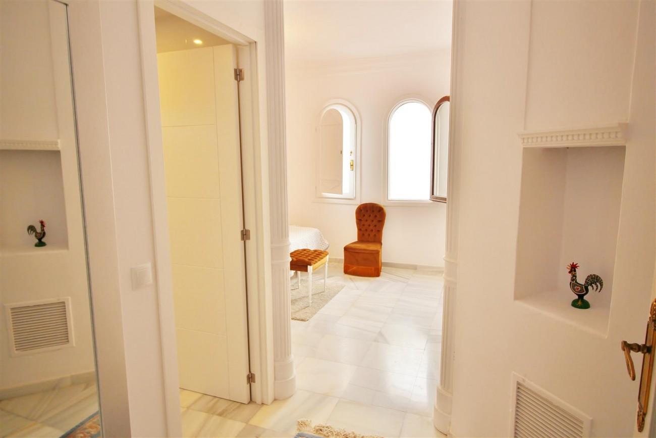 Puerto Banus Apartment for sale Marbella Spain (12) (Large)