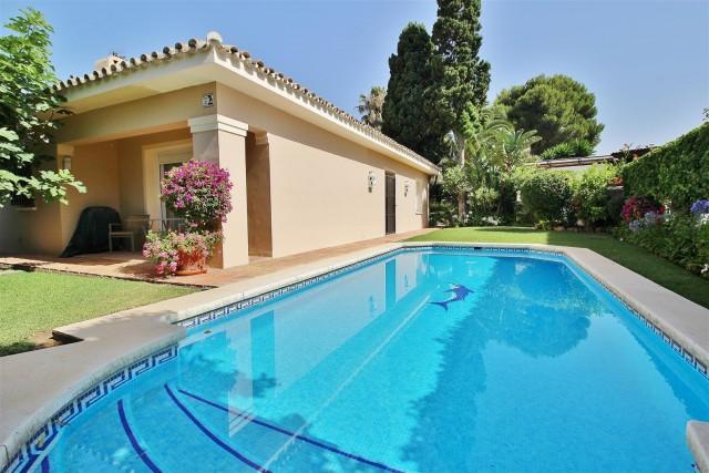 Villa for Sale - 925.000€ - Los Monteros, Costa del Sol - Ref: 5655