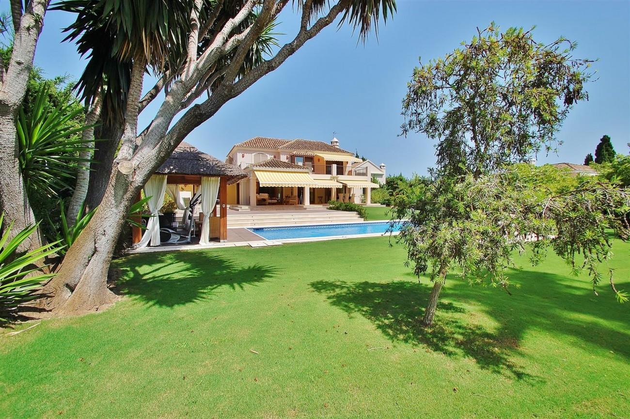 V5664 Frontline Golf Villa for sale Nueva Andalucia Marbella Spain (2)