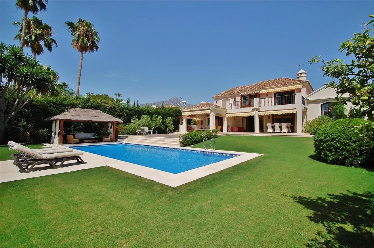 V5664 Frontline Golf Villa for sale Nueva Andalucia Marbella Spain (6)