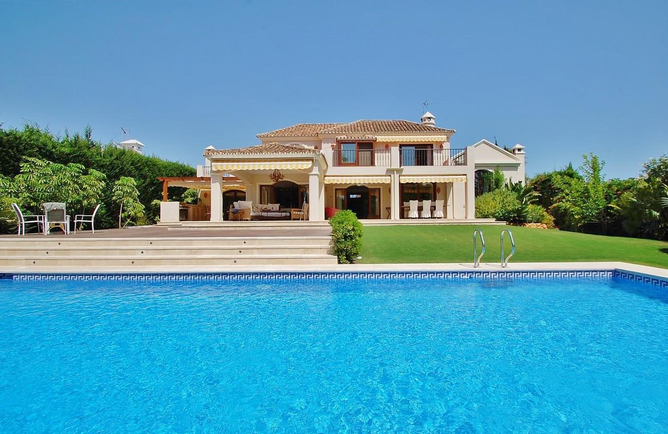 V5664 Frontline Golf Villa for sale Nueva Andalucia Marbella Spain (8)