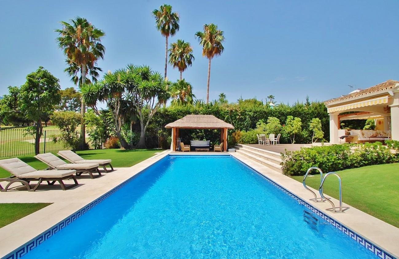 V5664 Frontline Golf Villa for sale Nueva Andalucia Marbella Spain (9)