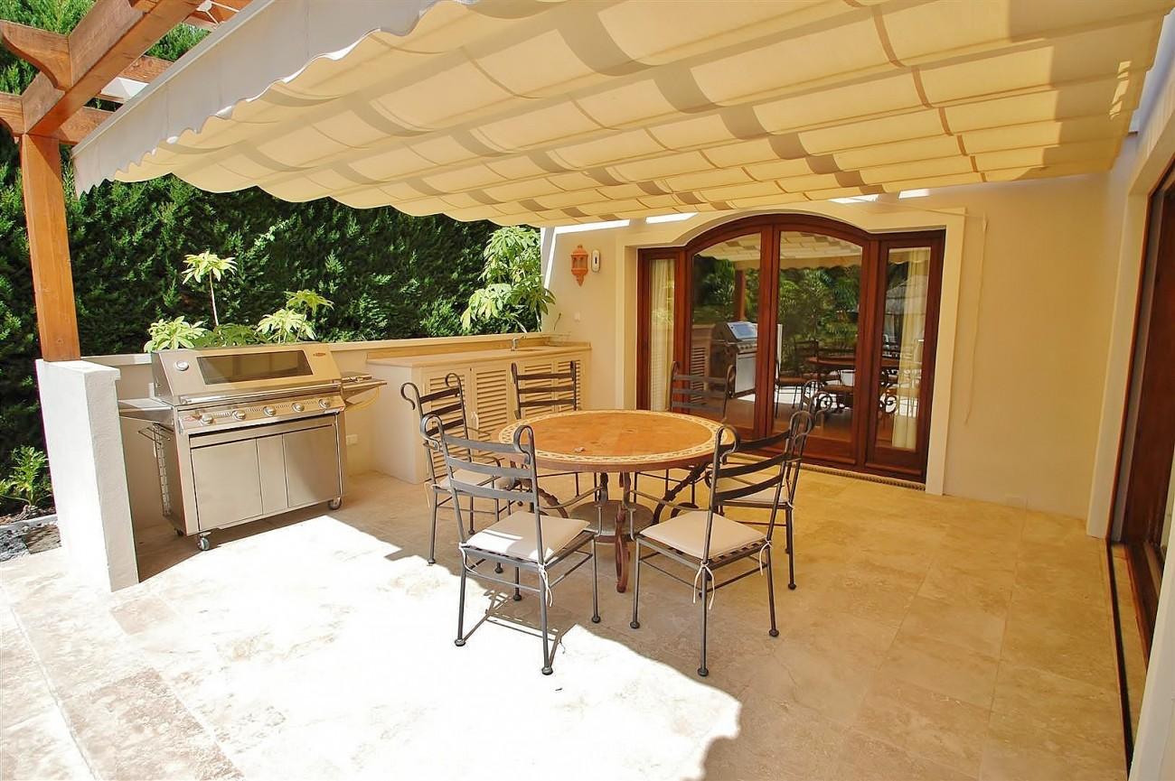 V5664 Frontline Golf Villa for sale Nueva Andalucia Marbella Spain (12)
