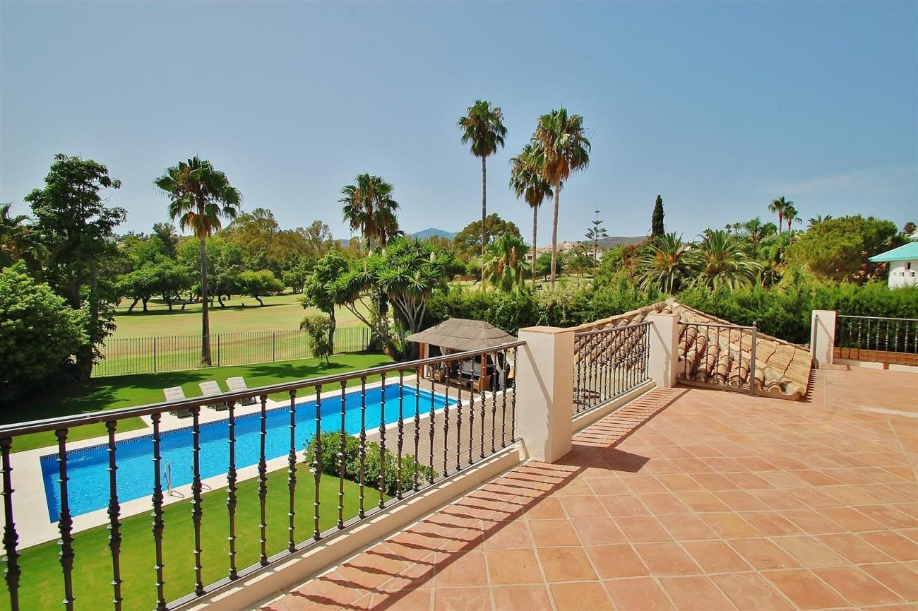 V5664 Frontline Golf Villa for sale Nueva Andalucia Marbella Spain (20)