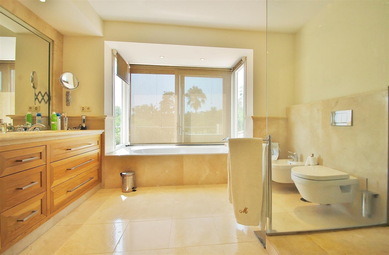 V5664 Frontline Golf Villa for sale Nueva Andalucia Marbella Spain (22)