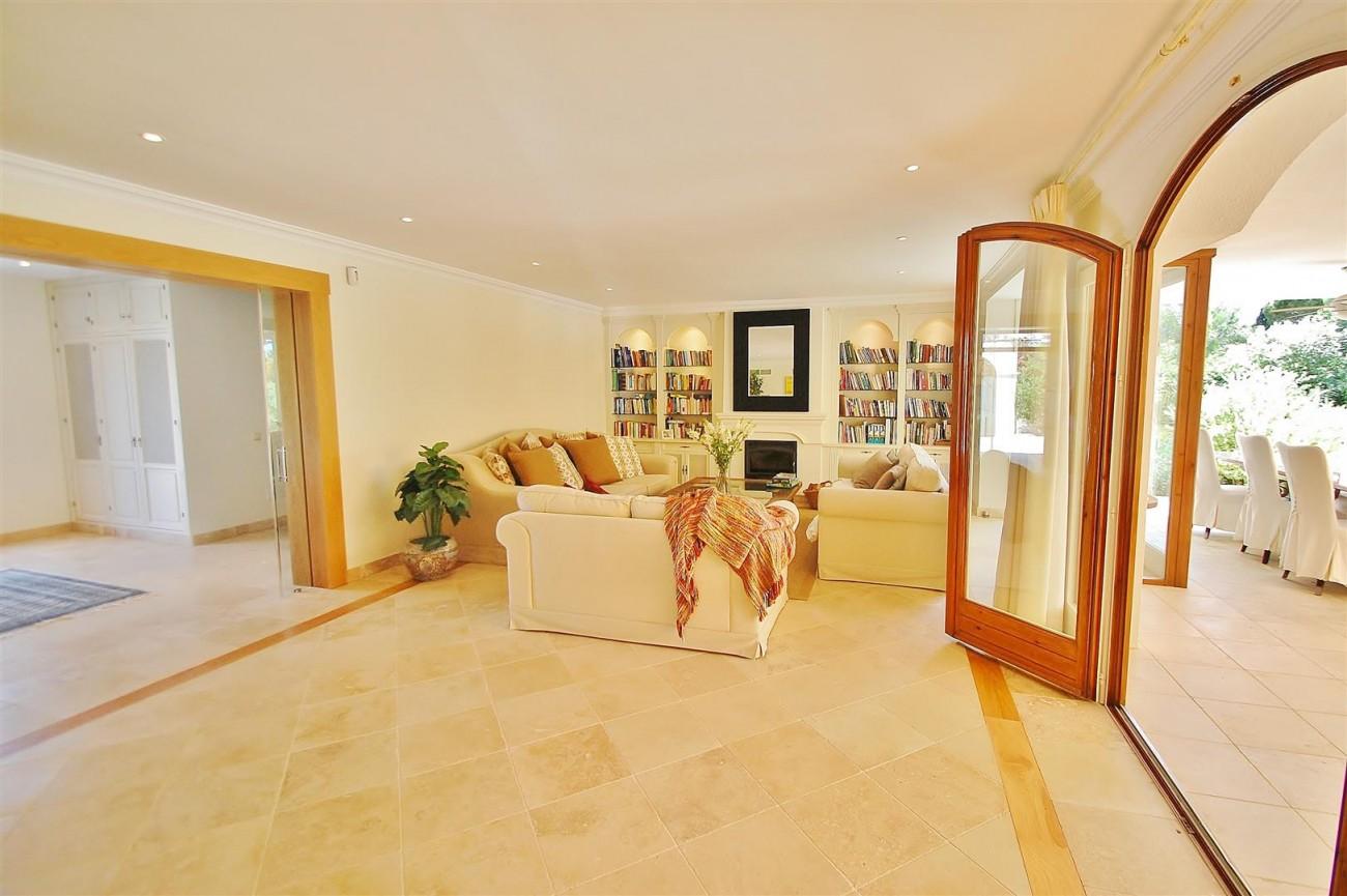 V5664 Frontline Golf Villa for sale Nueva Andalucia Marbella Spain (25)