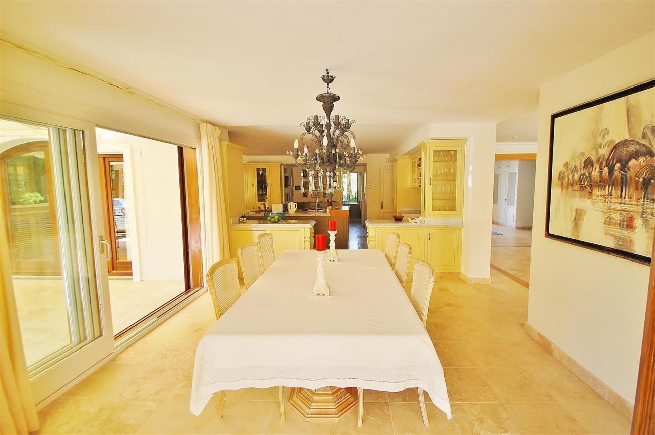 V5664 Frontline Golf Villa for sale Nueva Andalucia Marbella Spain (26)