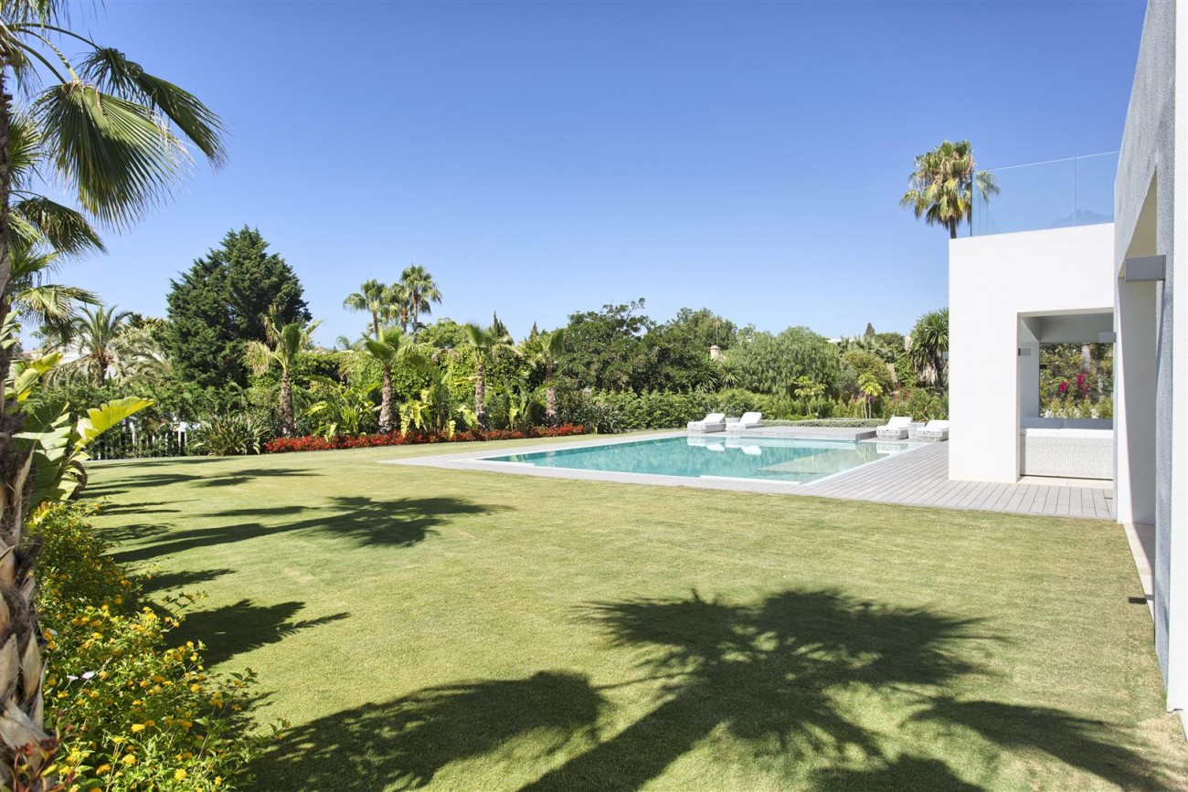 Luxury Contemporary villa for sale Close to Puerto Banus (44) (Large)