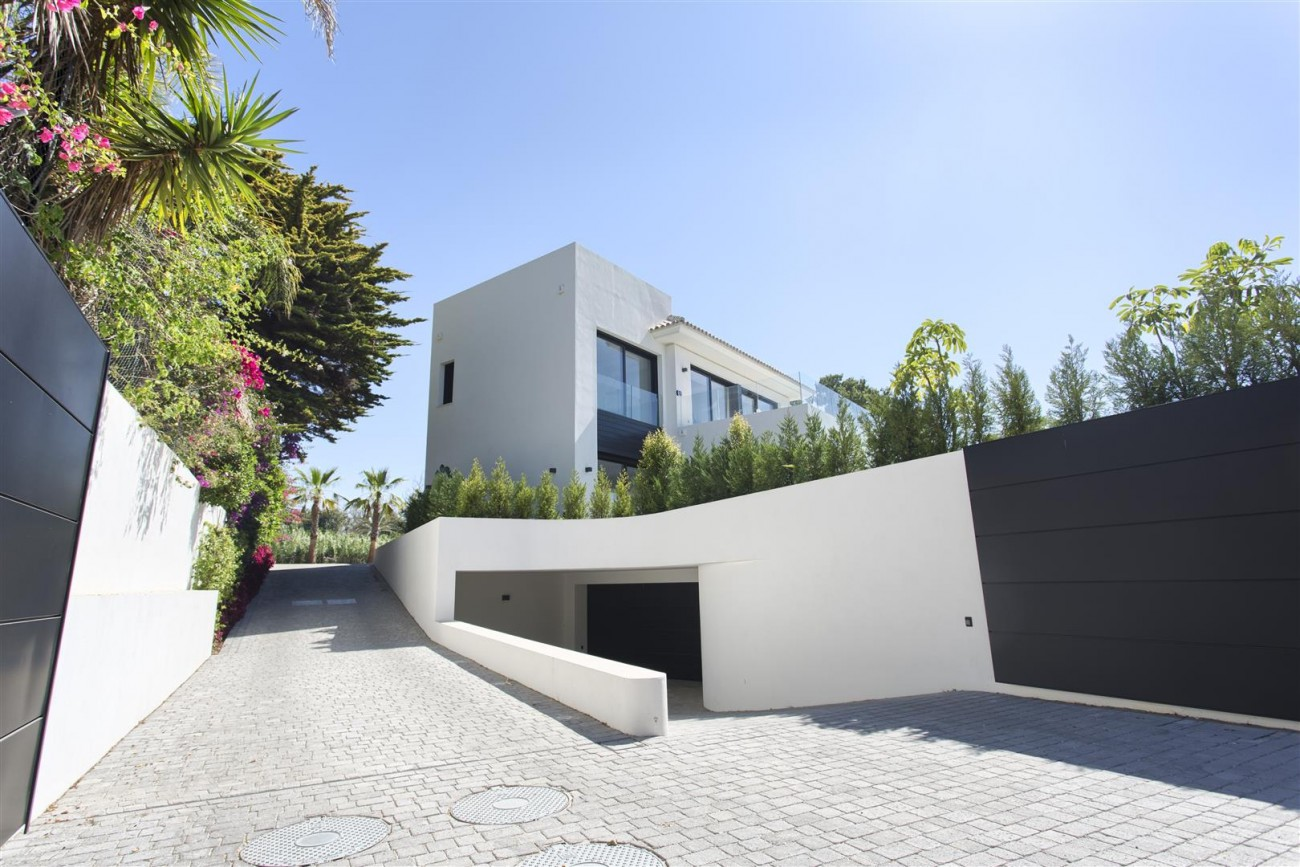 Luxury Contemporary villa for sale Close to Puerto Banus (51) (Large)