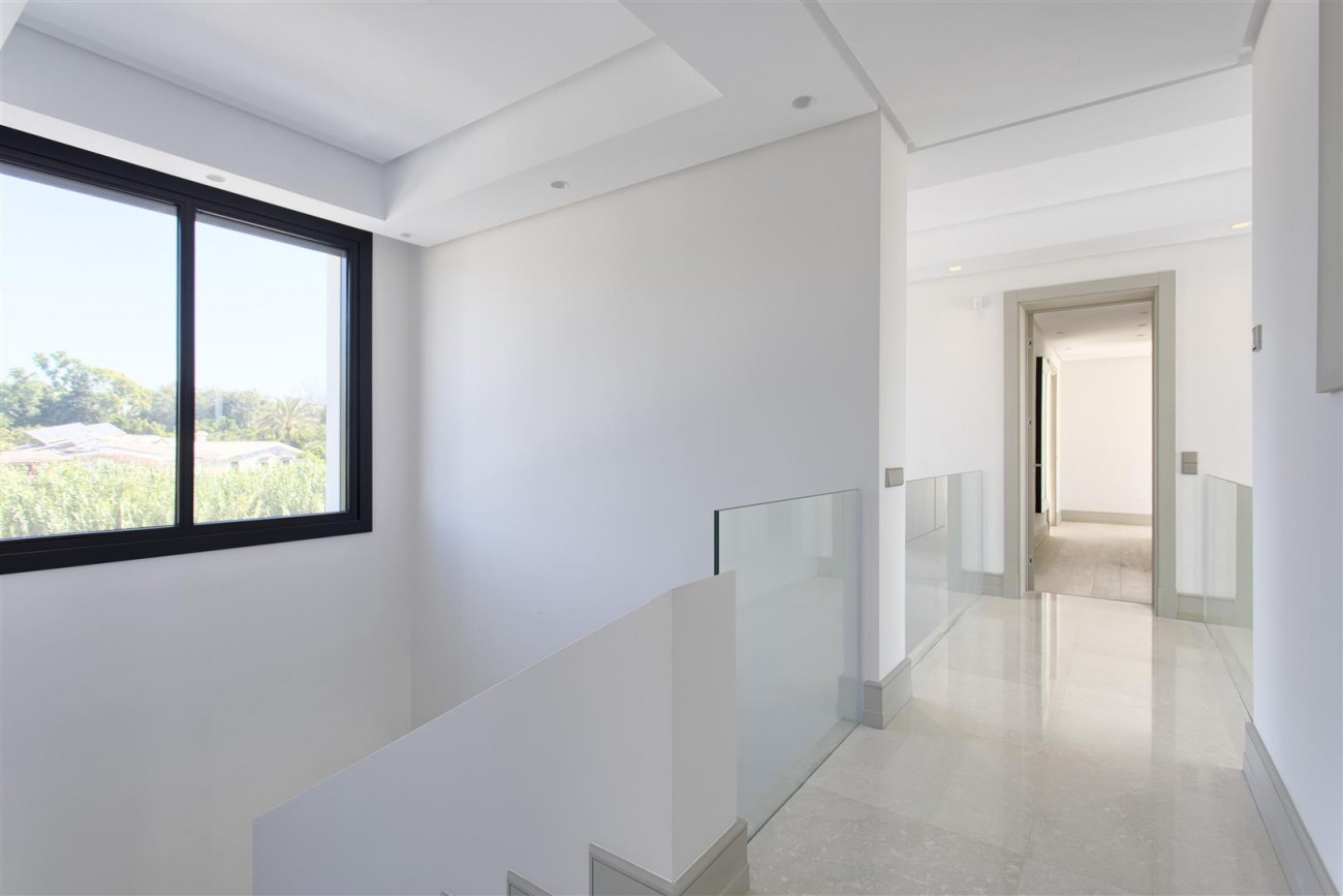Luxury Contemporary villa for sale Close to Puerto Banus (12) (Large)
