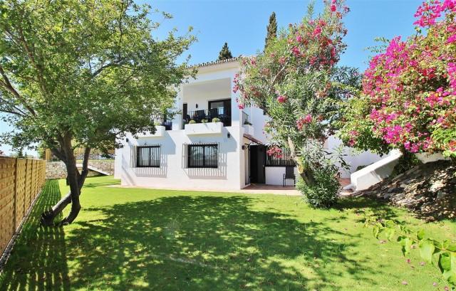 Villa for Sale - 1.000.000€ - Nueva Andalucía, Costa del Sol - Ref: 5668