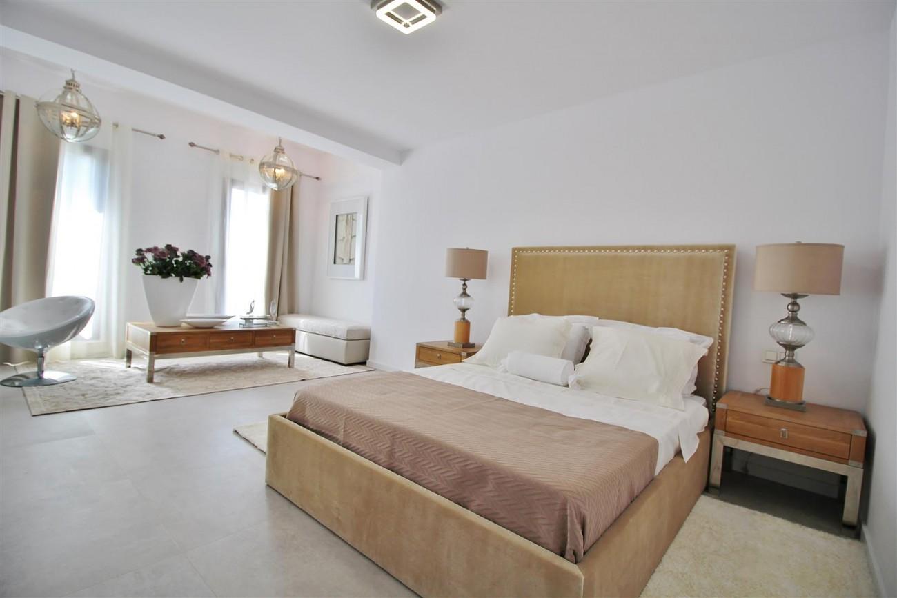 V5669 Modern Villa for Sale Golden Mile Marbella Spain (4)