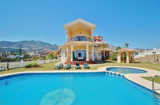V5670 Villa for sale in Benalmadena Malaga Spain (1)