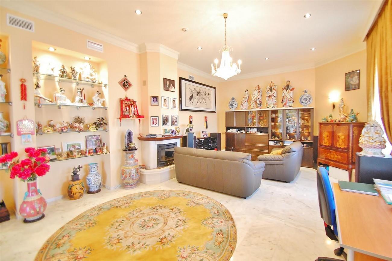 V5670 Villa for sale in Benalmadena Malaga Spain (7)
