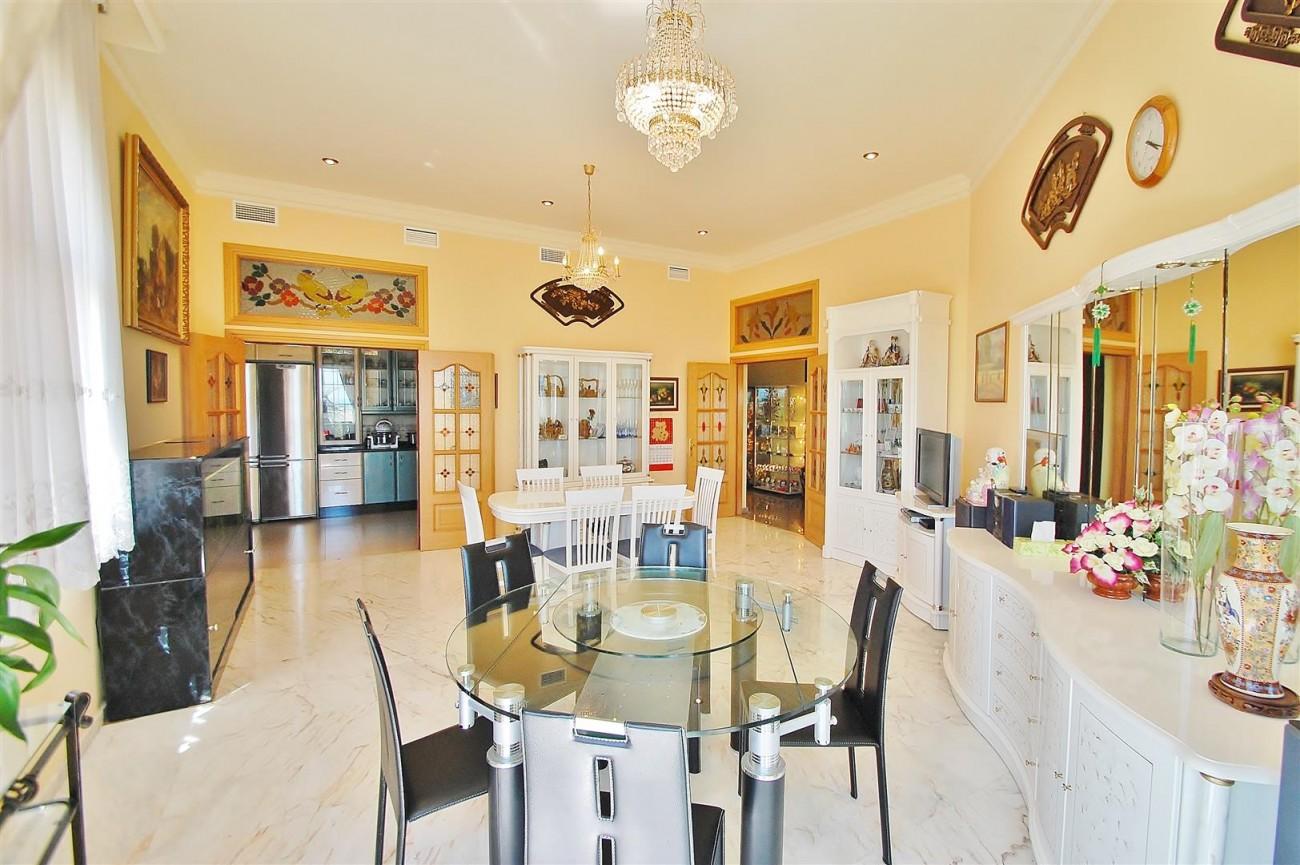 V5670 Villa for sale in Benalmadena Malaga Spain (8)