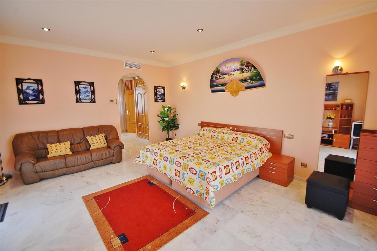 V5670 Villa for sale in Benalmadena Malaga Spain (14)